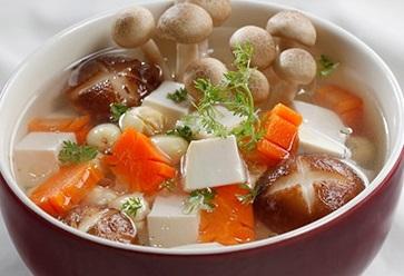 Canh Nấu Thịt Băm Với Nấm Linh Chi