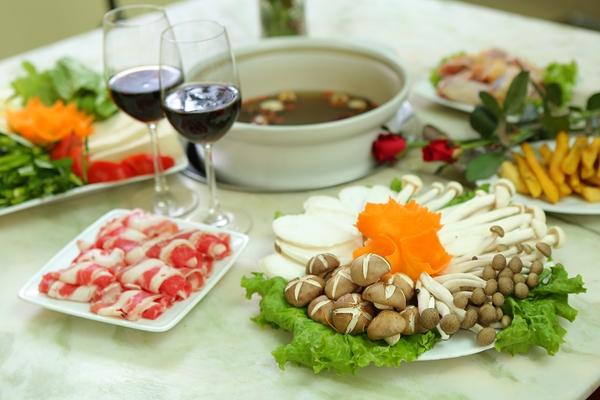 Tháng 11 và rượu vang tại Lẩu Nấm Gia Khánh