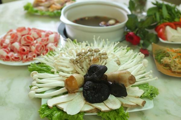 Mua một tặng một nước canh nấm bổ dưỡng tại Lẩu Nấm Gia Khánh