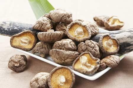 Phương thuốc bồi bổ lọc thận tráng gan từ nấm hương